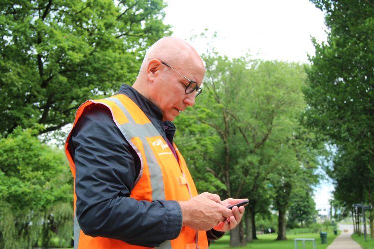 Loch voert zijn bevindingen meteen in in het systeem Obsurv, dat in Rotterdam gebruikt wordt tijdens boominspecties