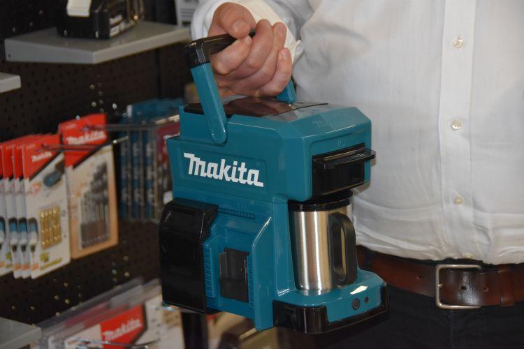 Altijd verse koffie met het koffiezetapparaat op accu van Makita