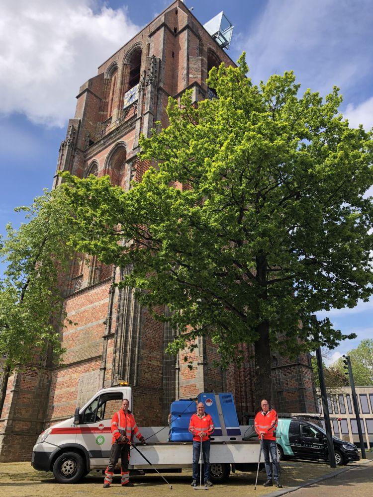 DEM leverde de Weedmaster eM voor Omrin af bij dé toren van Leeuwarden, de Oldehove
