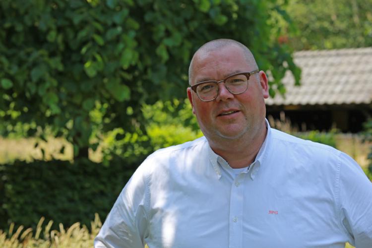 Corné Leenders, Boomkwekerij Udenhout, uit zijn zorgen over het omwikkelen van eiken