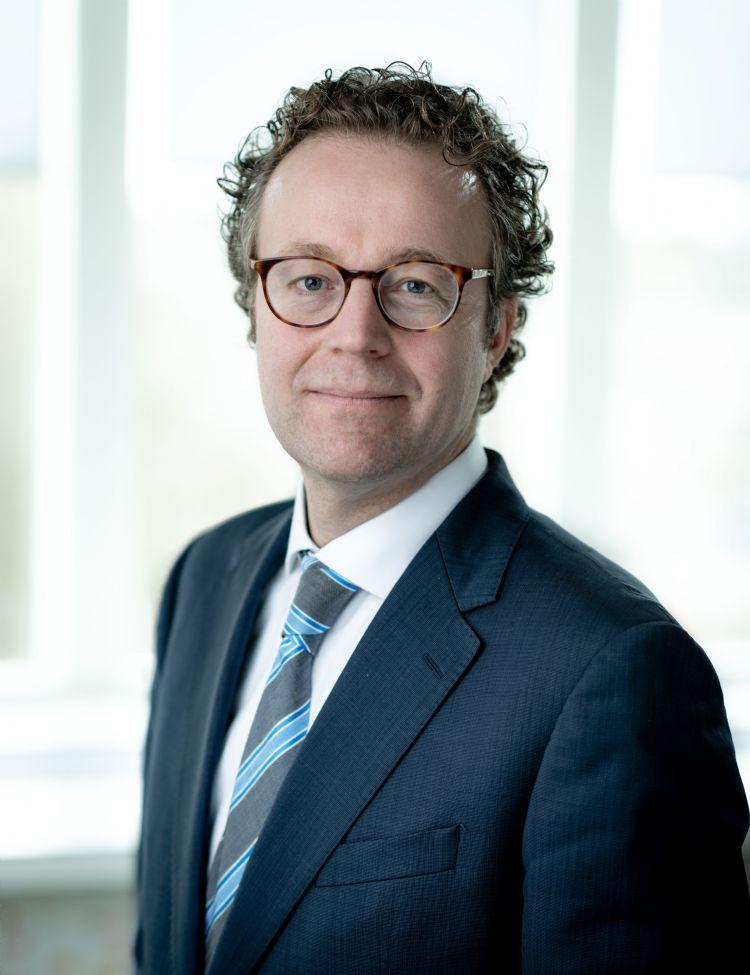 Mr. Jilles van Zinderen (jilles@hautlegal.nl) is advocaat bij Bomenrecht.nl en Haut Legal en is gespecialiseerd in conflicten over bomen