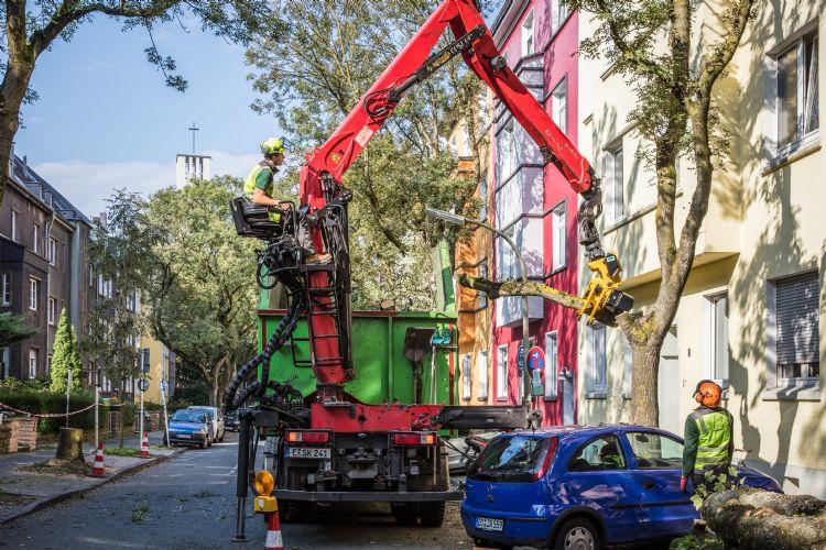 Met Gierkinks velkop gemonteerd achter een kraanwagen is werken in de stad gemakkelijk en veiliger