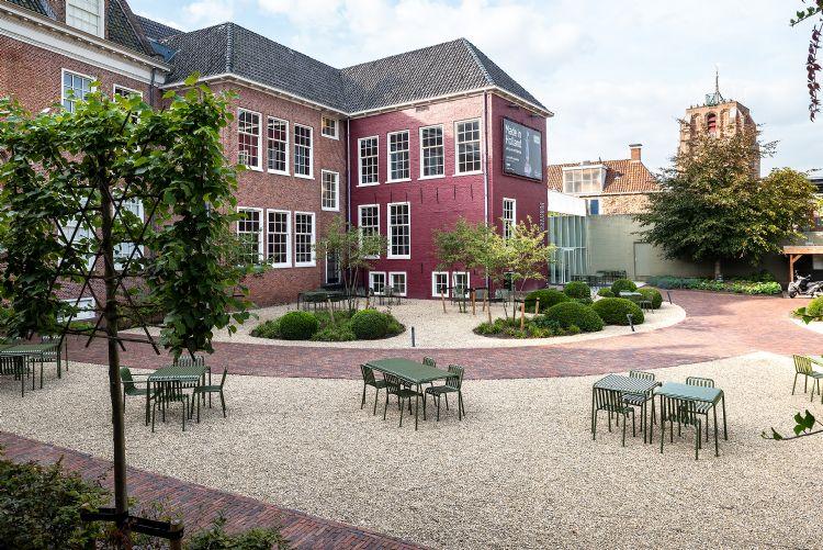 Het keramiekmuseum in Leeuwarden werd deze zomer verfraaid door Tuinen met Gevoel.