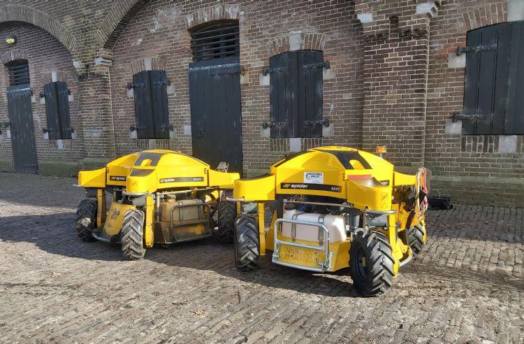 De nu twee exemplaren van de Spider ILD01 in Naarden. Bron: Machines4green