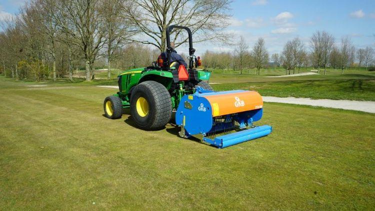 De DTA160 aan het werk op een golfbaan