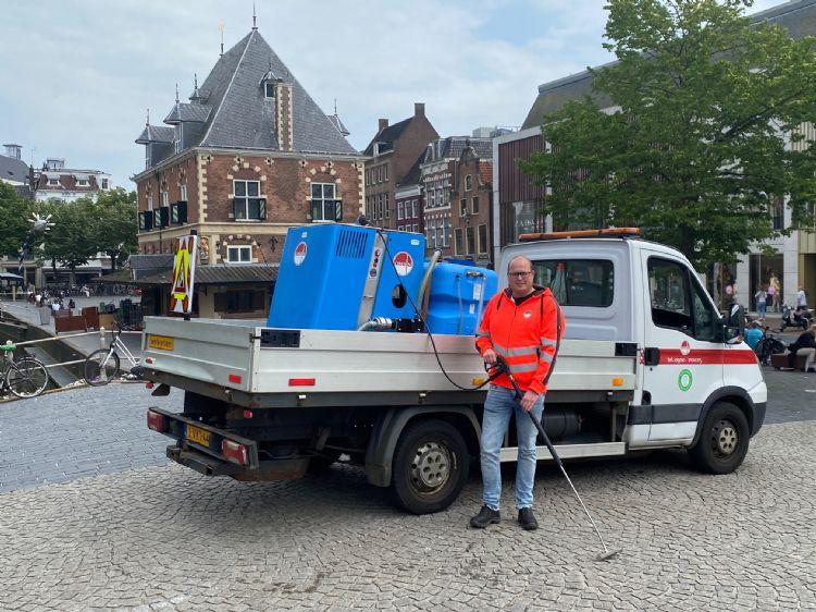 Ferdinand de Groot van Omrin met de Weedmaster eM bij de Waag in Leeuwarden